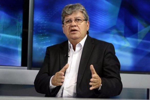 joao_azevedo_entrevista-584x390 João Azevêdo anuncia pagamento dos salários de abril para dias 29 e 30