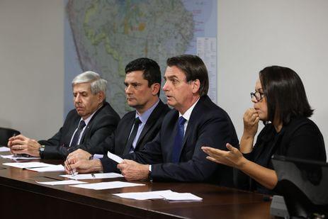 moro-bolsonaro Bolsonaro anuncia 13º do Bolsa Família na semana que vem