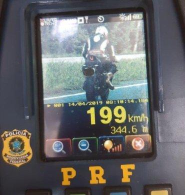 prf-VELOCIDADE-PB-370x390 Motociclista a quase 200 km/h é flagrado pela PRF da Paraíba