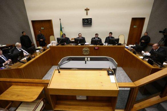stj-585x390 STJ forma maioria para reduzir pena, e Lula pode sair da prisão ainda neste ano