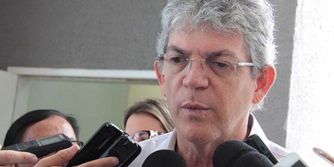 Ricardo volta a criticar gestão Bolsonaro e denuncia: 'Venderam aeroporto pela metade do preço de um avião'