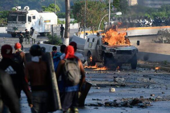 15567669555cca60eb8d222_1556766955_3x2_lg-585x390 Repressão aumenta na Venezuela, e Guaidó promete ações diariamente