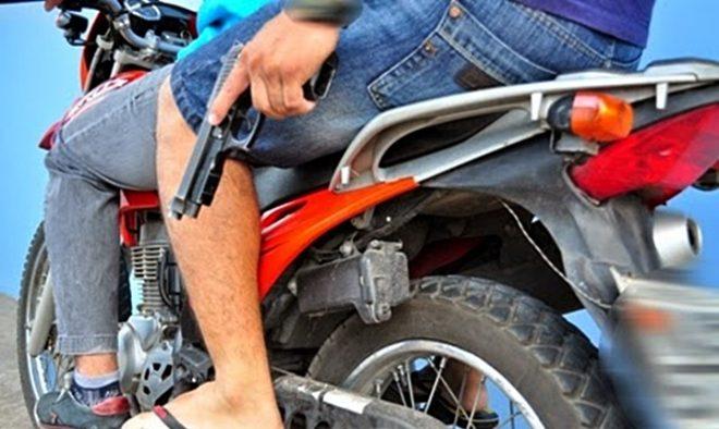 Assalto-com-Moto-Monteiro Homem tem moto tomada de assalto em Monteiro