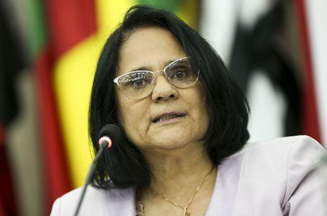 DAMMARS-direitos-humanos Damares Alves diz que não pediu para deixar comando de ministério