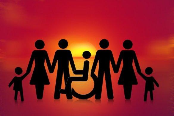 DEFICIENTES-CRACHAS-585x390 CCJ é a favor de que deficientes tenham identidade e crachá com informações sobre sua saúde