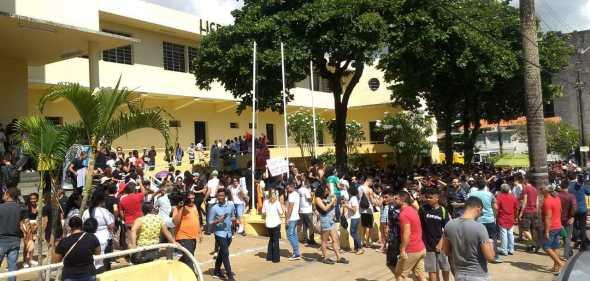 ESTUDANTES-PROTESTOS Estudantes protestam na Capital contra corte nas universidades