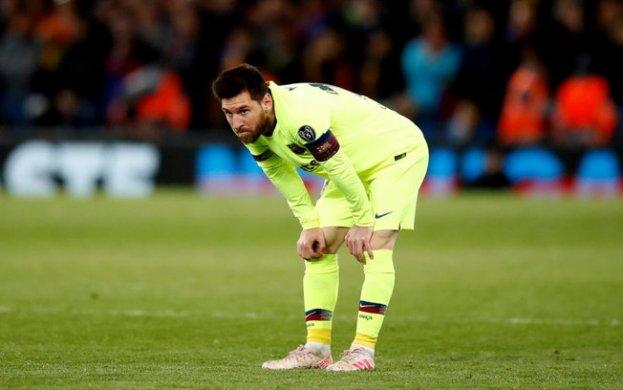 MERCI-623x390 Acabou a paz! Messi discute com torcedores do Barcelona e precisa ser contido