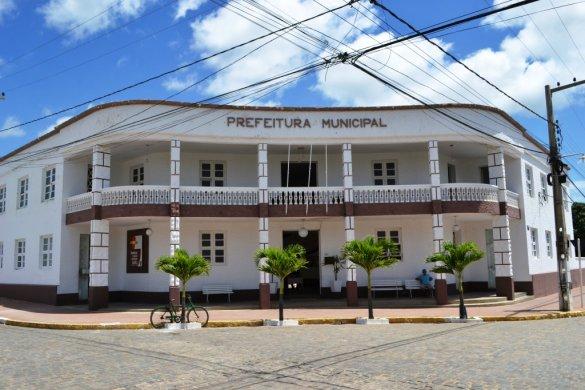 Prefeitura-Monteiro-red-1-585x390 Padroeira do Brasil: Decreto antecipa feira de Monteiro para sexta-feira (12)