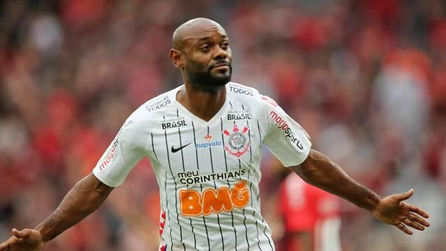 TIMAO-CORINTHIANS Corinthians marca no início, segura pressão e vence Athletico fora de casa