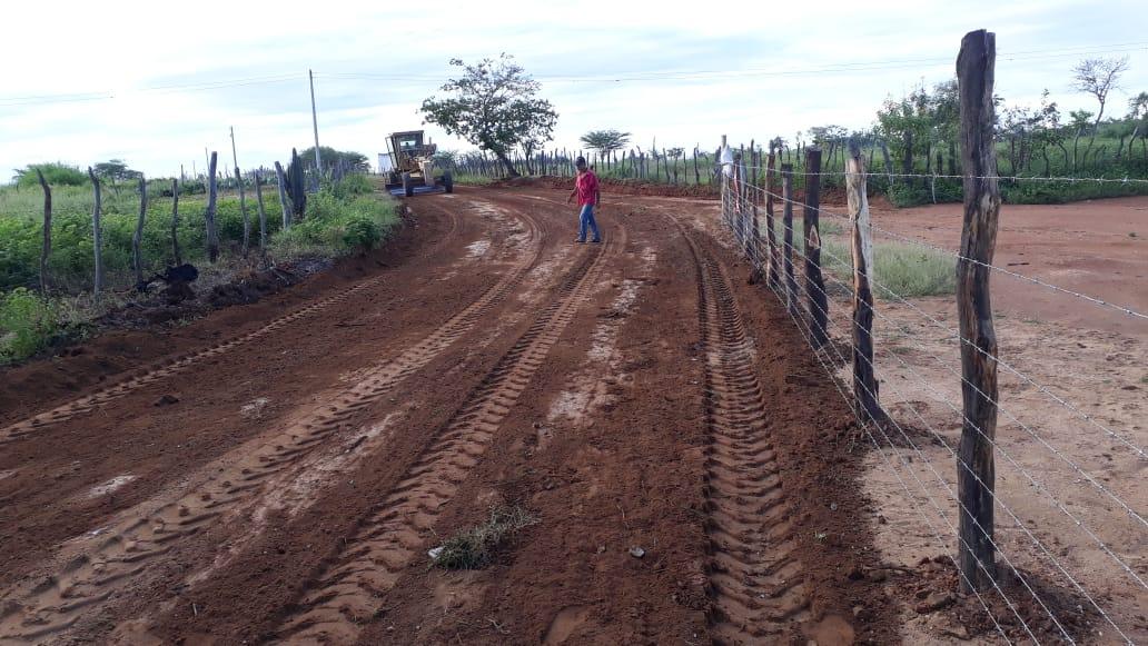 Trabalho-ZOna-Rural-1-693x390 Secretaria de Agricultura de Monteiro continua realizando melhorias na zona rural
