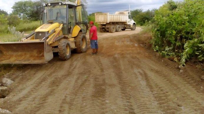 Trabalho-ZOna-Rural-4-693x390 Secretaria de Agricultura de Monteiro continua realizando melhorias na zona rural