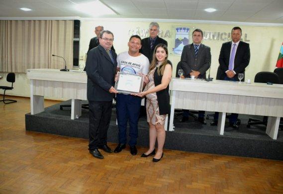 ZZ-569x390 Título de cidadão para jovem e história de vida leva todos às lágrimas em Monteiro
