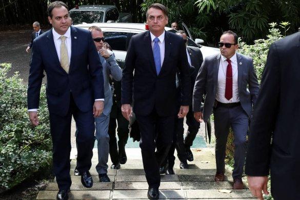 bolsonaro-1-585x390 Bolsonaro diz que é direito de Guedes deixar cargo e fala em 'catástrofe' sem Previdência