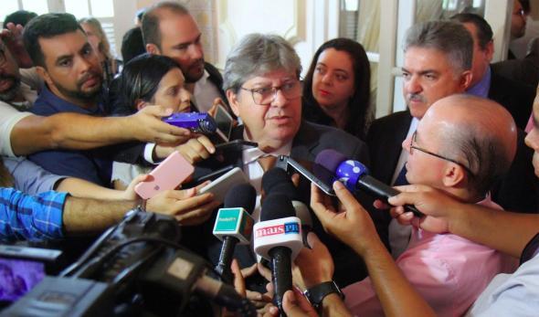 joao_azevedo Governo de Bolsonaro cancelou recursos para barragem e dragagem do Porto de Cabedelo, diz João Azevêdo