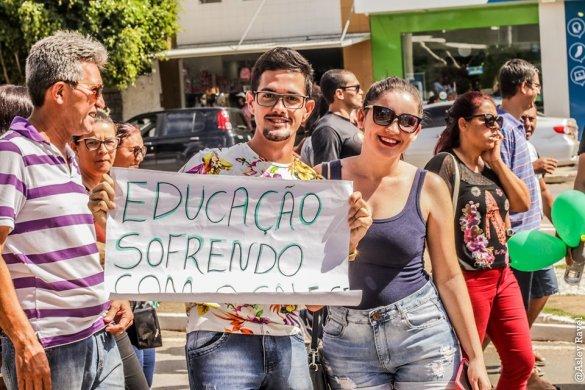 m03-585x390 Estudantes protestam em Monteiro contra corte de verbas na educação