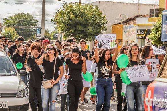 m04-585x390 Estudantes protestam em Monteiro contra corte de verbas na educação