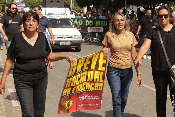 m05-585x390 Estudantes protestam em Monteiro contra corte de verbas na educação