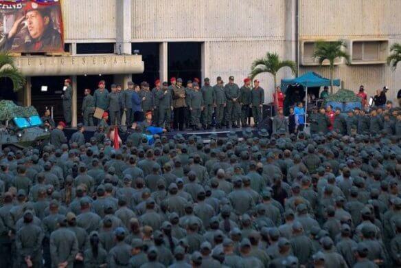 maduro-marcha-584x390 Queda de helicóptero mata sete militares na Venezuela