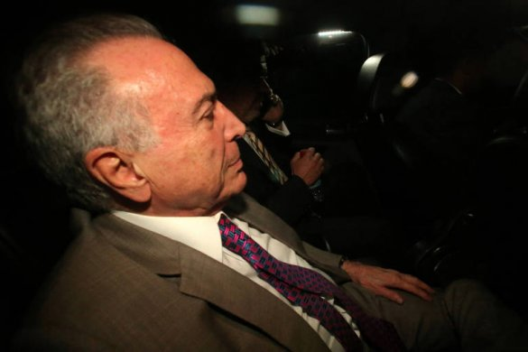 michel_temer_preso-585x390 Temer se entrega à Polícia Federal, recorre ao STJ e ficará preso em São Paulo