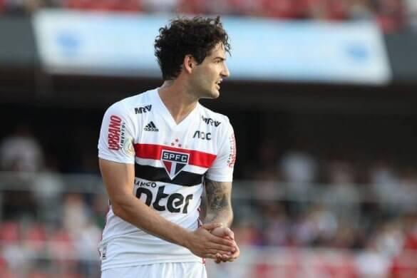 pato-585x390 Santos fica no zero com CSA e São Paulo vê Pato se machucar em empate com Flamengo