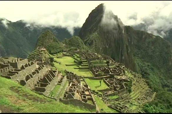 peru-turista-585x390 Peru restringe acesso a Machu Picchu