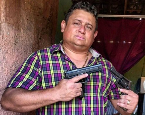 walber-armas-493x390 Deputado paraibano defende o uso de arma e mostra as dele nas redes sociais