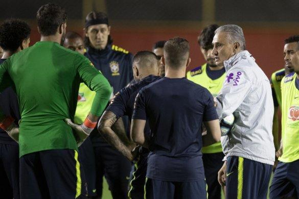 20190617192714_613-1-585x390 Seleção Brasileira enfrenta Venezuela por classificação às quartas