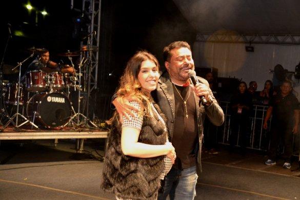 Lorena-585x390 Monteiro se despede das atrações do palco principal lotando a Praça de Eventos