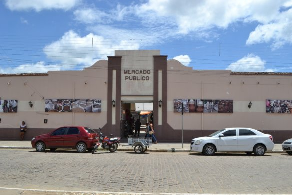 mercado_publico_monteiro-585x390 Bandidos arrombam e furtam mercadorias em loja de conserto de celular em Monteiro