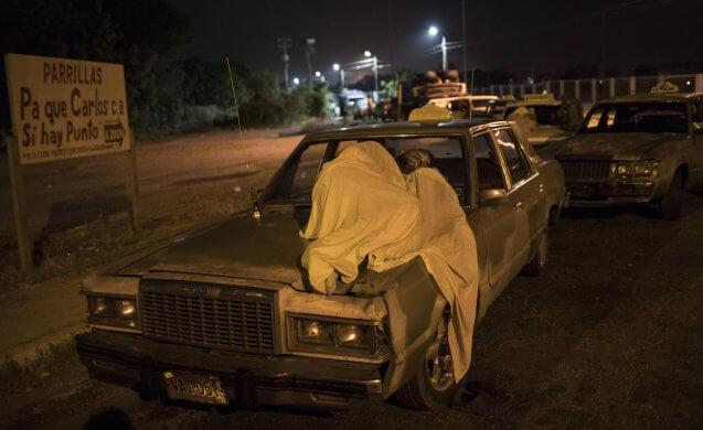 1561745833_073811_1561981111_noticia_normal_recorte1-637x390 A vida paralisada à espera de gasolina no interior da Venezuela
