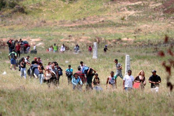 2019-05-21t130504z_1_lynxnpef4k13z_rtroptp_4_venezuela-politics-brazil-585x390 ONU elogia Brasil por reconhecer venezuelanos como refugiados