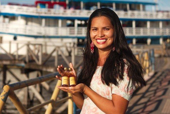 47511424352_5d0aafc42e_z-584x390 Mulheres indígenas produzem vinho de mandioca em Santarém (PA)
