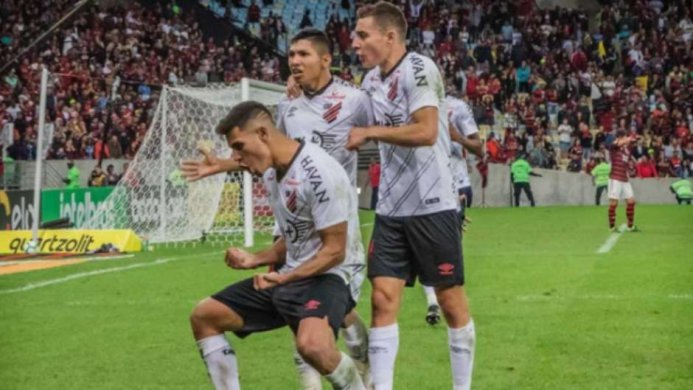 5d2fdddebbb6e-693x390 Flamengo desperdiça três pênaltis e Athletico avança