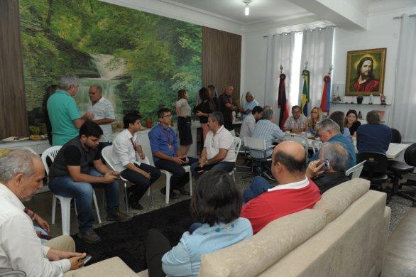 Abatedouro2-586x390 Prefeita Anna Lorena participa de reunião para discutir reabertura do abatedouro de caprinos de Monteiro