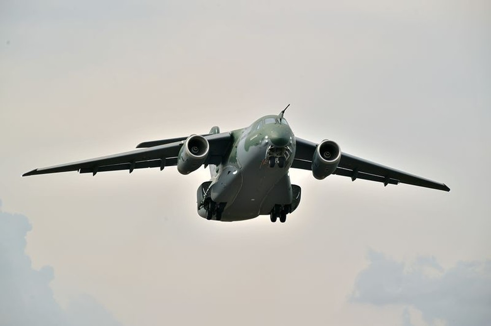 Cargueiro-militar-KC-390-586x390 Portugal anuncia compra de cinco cargueiros da Embraer por 827 milhões de euros