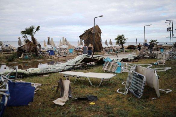 MORTES-VENTOS-585x390 Temporal violento mata 6 estrangeiros em praias do Norte da Grécia