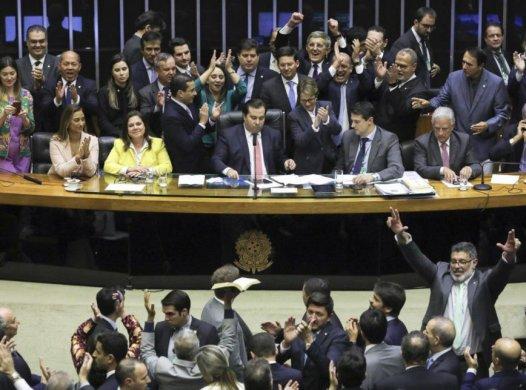 Previdencia-fim-primeiro-turno-868x644-526x390 Câmara conclui votação em 1º turno da reforma da Previdência