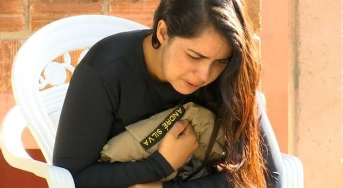 "a62dc46e70_esposa-policial-700x384 ""Meu eterno guerreiro"" – diz durante velório esposa de policial morto"