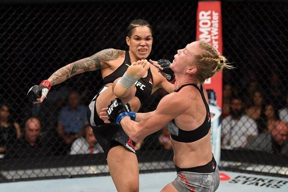 amaanda-nunes-585x390 Amanda Nunes nocauteia Holly Holm com chutaço no rosto; Veja vídeo.