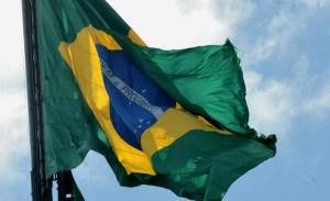 bandeira-do-brasil Brasil fecha primeiro dia em campeonato com medalhas na Itália