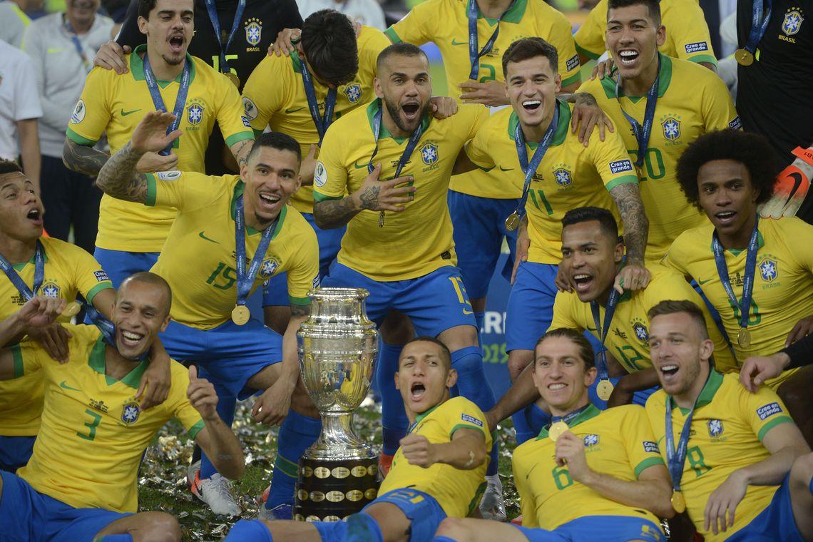 bras-585x390 Tite comemora vitória no Maracanã: 'templo maior do futebol'