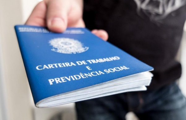 carteira-de-trabalho-601x390 Hospital oferece 40 vagas de emprego, em João Pessoa