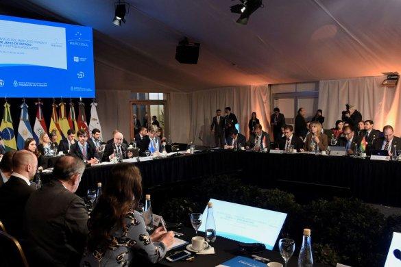 merco-sul-585x390 Em clima de renovação, Cúpula do Mercosul começa na Argentina
