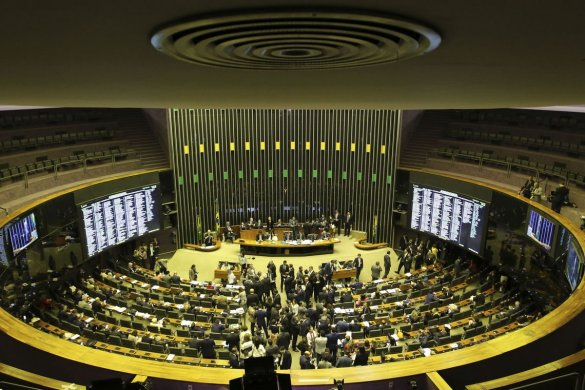 ple-585x390 Câmara aprova texto-base da reforma da Previdência