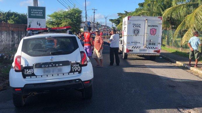 suspeito-morto-693x390 Homem reage a assalto e mata ladrão em ponto de ônibus na capital