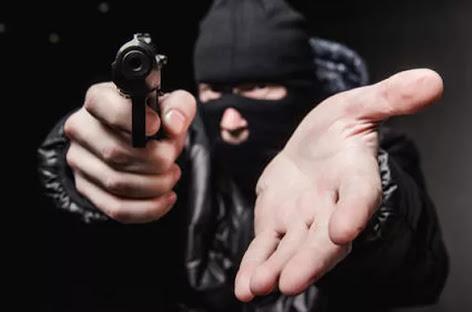 unnamed Criminosos fecham BR na região do Cariri e roubam comerciantes que viajavam para PE