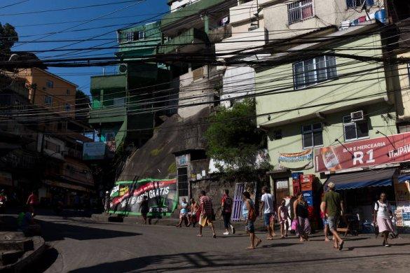 150776964359debd2bbd412_1507769643_3x2_md-585x390 PIB do Brasil cresce 0,4% no 2º trimestre puxado pelo investimento, diz IBGE