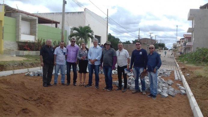 67960542_907002162989550_5495110720485851136_n-692x390 Vereadores de situação acompanham Prefeito em exercício de Monteiro em visita a série de obras