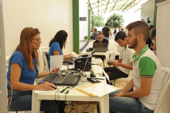 Ação-social-juventude-5-587x390 Ação na Semana da Juventude oferece emissão de documentos para comunidade escolar de Monteiro