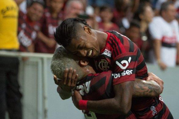 FLA-586x390 Flamengo goleia o Vasco por 4 a 1 em Brasília